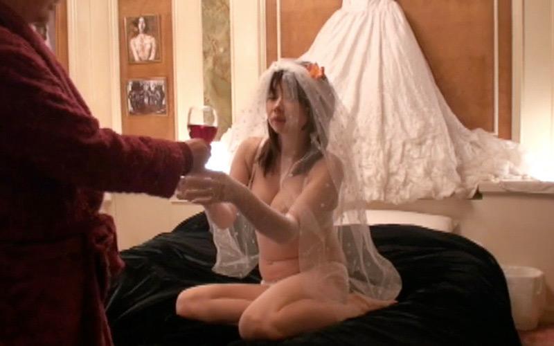 人妻にもう一度ウェディングドレスを着せて寝とってみた:美浜かおり,櫻井ともか,水沢真樹,由良真央,舞城アリサ:画像(1)