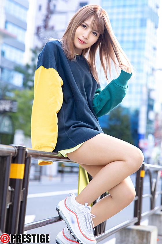 ストリート・クイーン AV debut!! 矢野アリサ(22)アパレル店員 街の視線を集める路上の女王がAV参戦! 1枚目