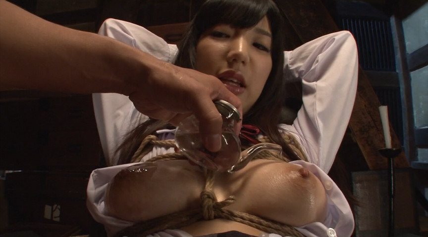 制服美少女の柔肌に食い込む荒縄…「制服緊縛BEST」