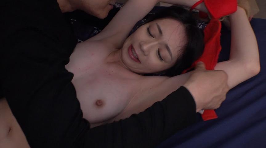 犯されて「イカセて下さい」と絶叫、どスケベ美人妻サムネイル02