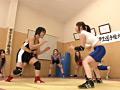 体育会系ガチムチ女子逆レイプ部のサムネイルエロ画像No.1