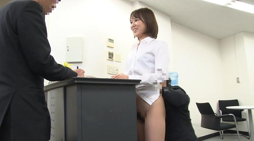 常に笑顔でお仕事中に性交