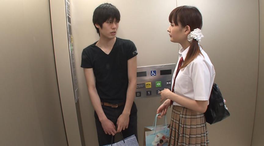エレベーターに挟まれたデカ尻女子校生をガン突き