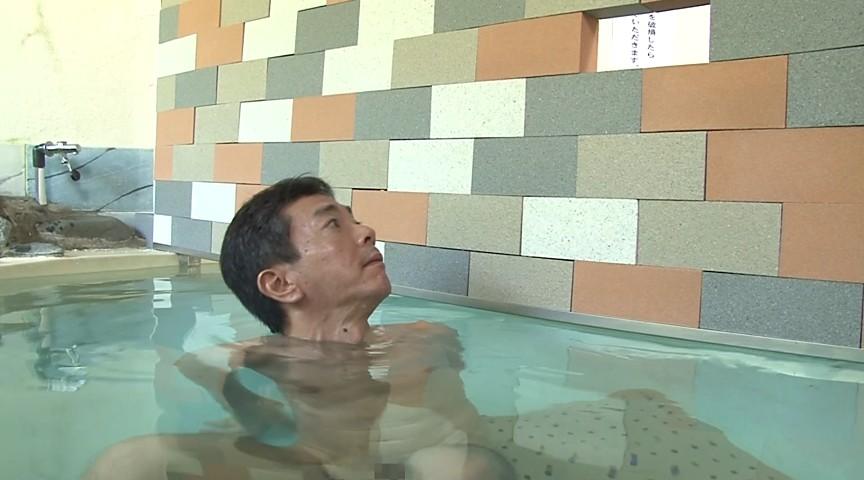 男湯と女湯の間の壁が崩れてドッキリ混浴近親相姦のサンプル画像
