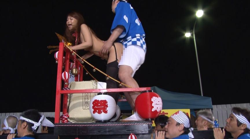 イカレた羞恥祭り強行開催 オマ○コ丸出し女神輿まつり