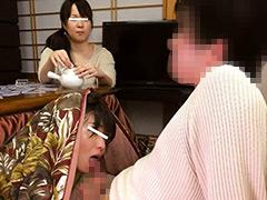 クンニ動画|母親と息子がコタツでこっそり近親相姦ゲーム