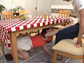 彼女の親友が机の下にこっそり隠れてフェラチオ2-0