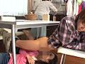 彼女の親友が机の下にこっそり隠れてフェラチオ2-9