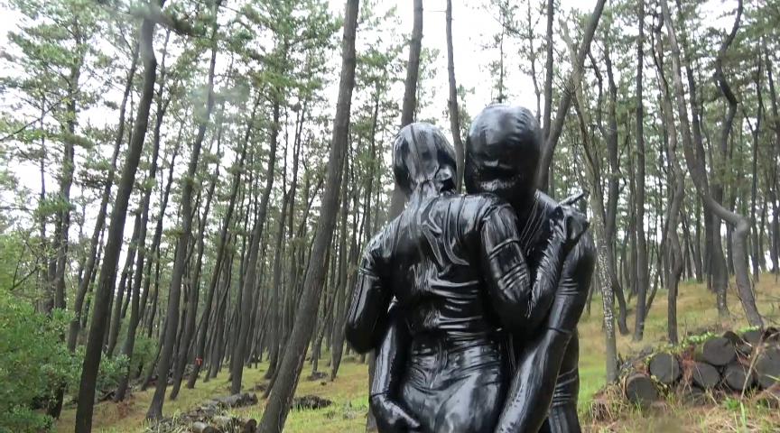 Rubber Fetish World~変態ラバーカップルの野外露出ラバーSEX~ 6枚目