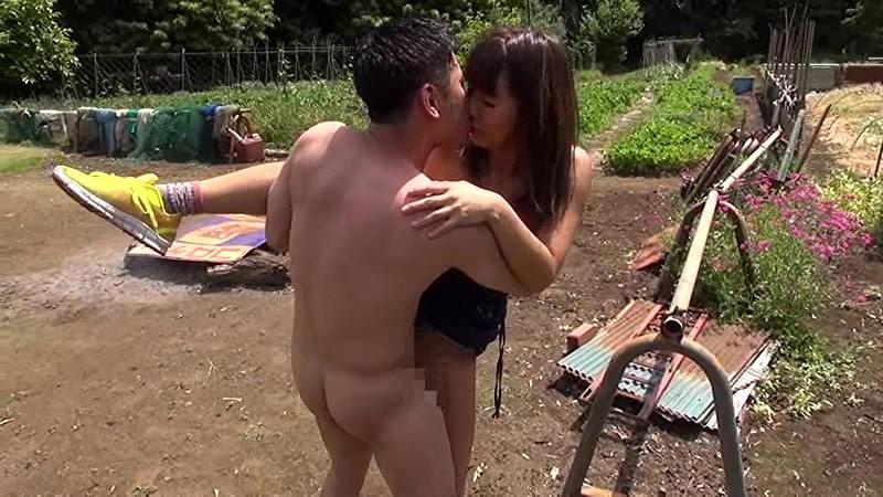 青姦熟女4 野外でマン汁垂れ流しイキ果てる淫乱オンナの性