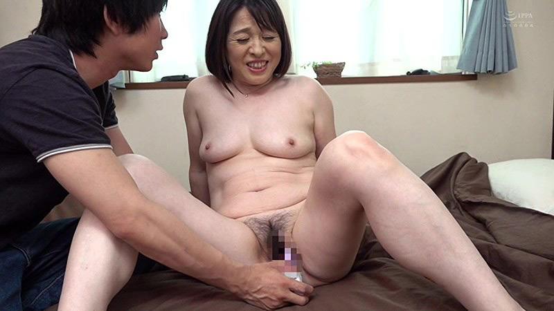 近親相姦 還暦のお母さんに膣中出し 平井雅美