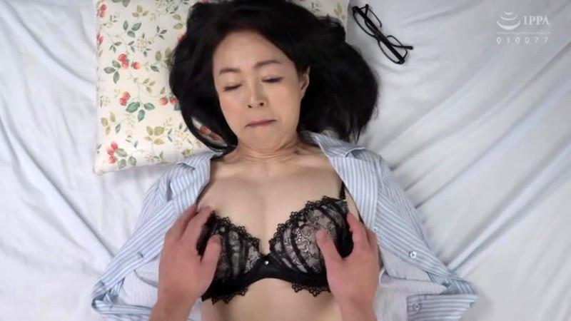 IdolLAB | ruby3-0604 パイパン五十路の母に生中出し 藍川京子