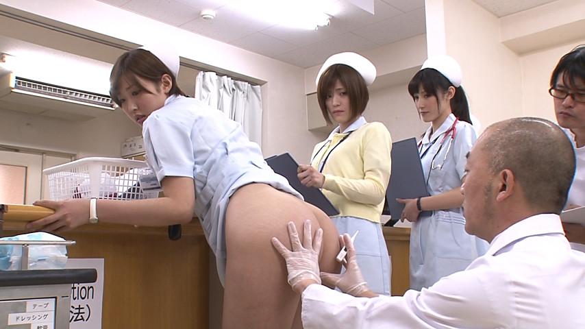 実習で、オマ○コやお尻の穴まで男子に拭かれた私…!