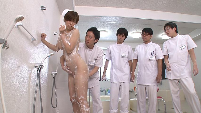 実習で、オマ○コやお尻の穴まで男子に拭かれた私…!のサンプル画像