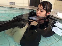 ウェット&メッシー:大好きなプールに癒されて