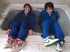 ウェット&メッシー:プール掃除は熱心に