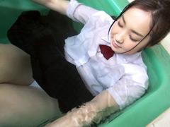 ウェット&メッシー:くつろぎの制服混浴