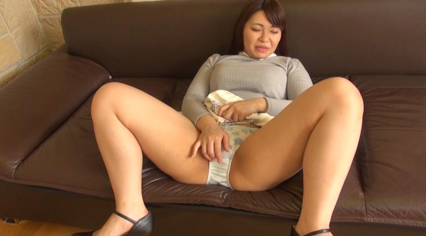 ムッチリデカ尻熟女のパンチラ誘惑 の画像5
