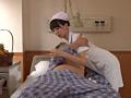胸を押しつけながら超密着してくる看護婦の発情サインのサムネイルエロ画像No.1