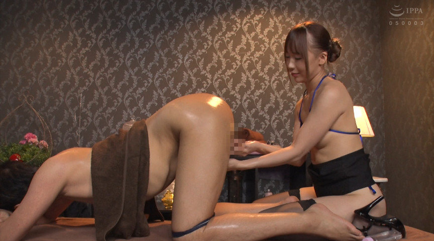 激しく腰を振る美乳淫乱痴女エステティシャン 画像 4