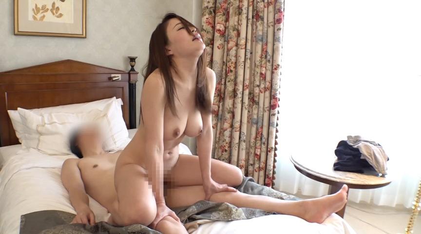 巨乳奥様が初めてのパイズリ48手に挑戦!