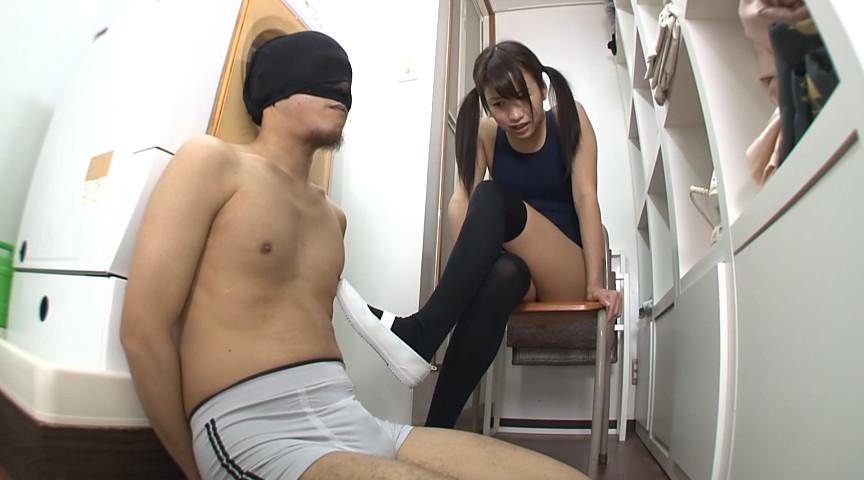 スク水女子校生のニーハイ脚コキ