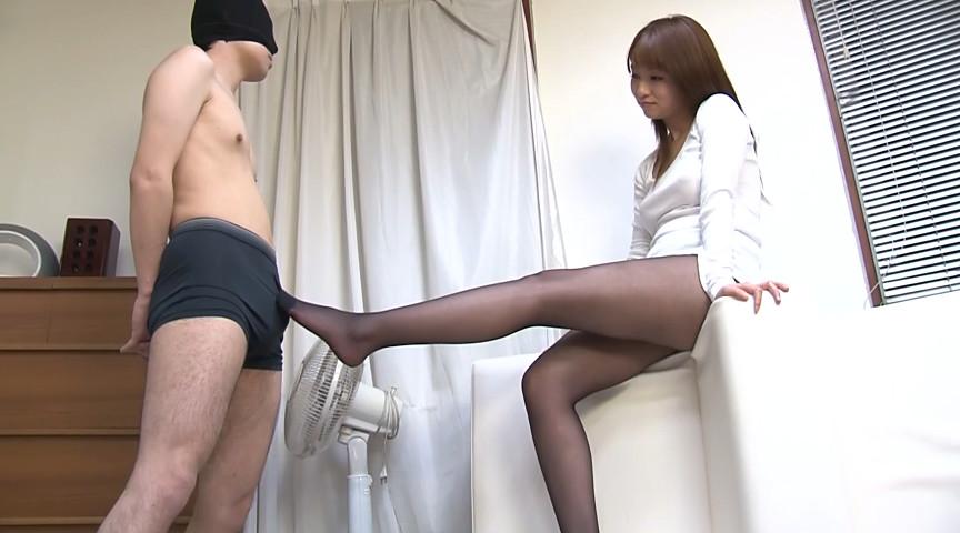 熟れた女の挑発的な黒パンスト脚コキ 画像 17