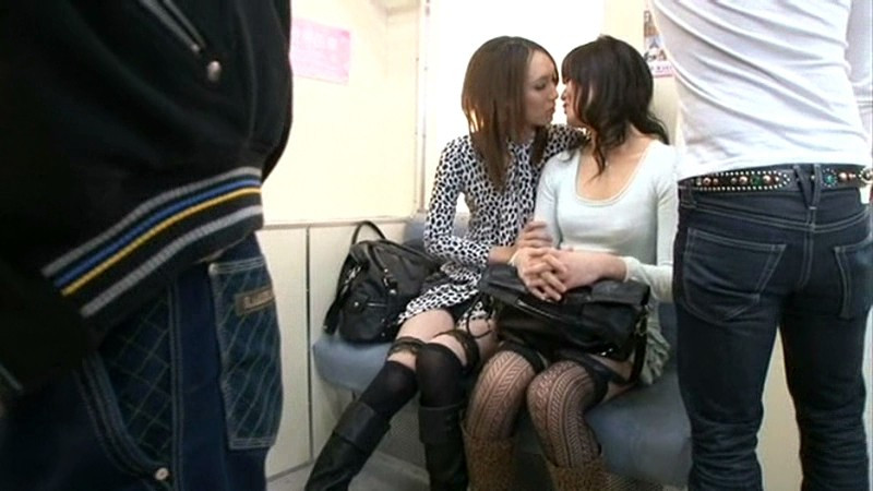 電車内で痴漢集団にイカされたニューハーフ大量本射精