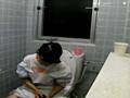 給食センターで働くおばちゃんの尿検査用採取盗撮映像5 の画像10