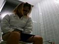 給食センターで働くおばちゃんの尿検査用採取盗撮映像5 の画像4