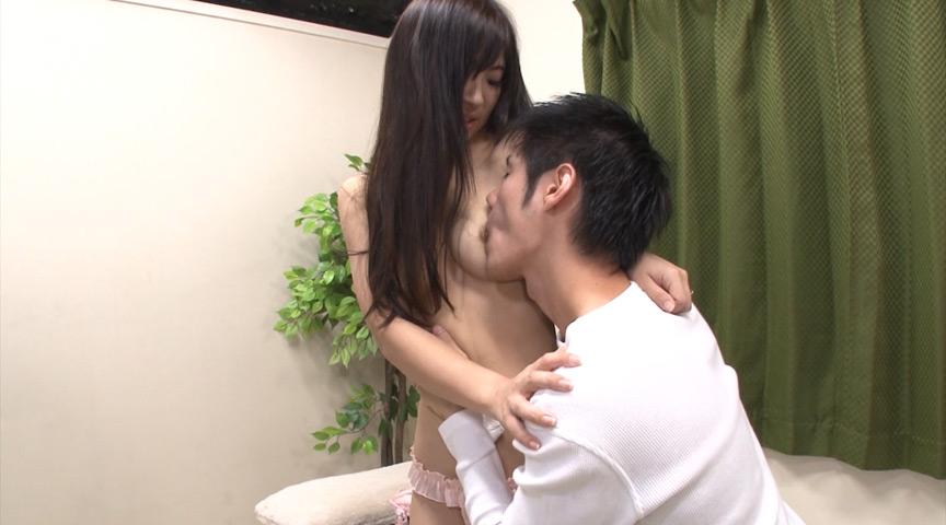 着衣が熟れ美尻を強調するピタ尻人妻ミニスカートナンパ の画像8
