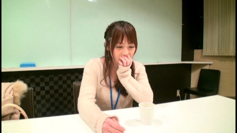 恥ずかしすぎる最初で最後の排泄 七咲楓花 画像 2