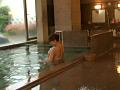 温泉旅館でこっそり寝取りエッチサムネイル4