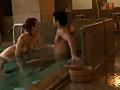 温泉旅館でこっそり寝取りエッチサムネイル5