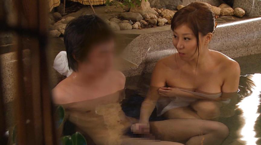 秋野千尋39歳 タオル一枚男湯入ってみませんか!? 画像 9