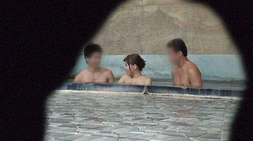 秋野千尋39歳 タオル一枚男湯入ってみませんか!? 画像 13