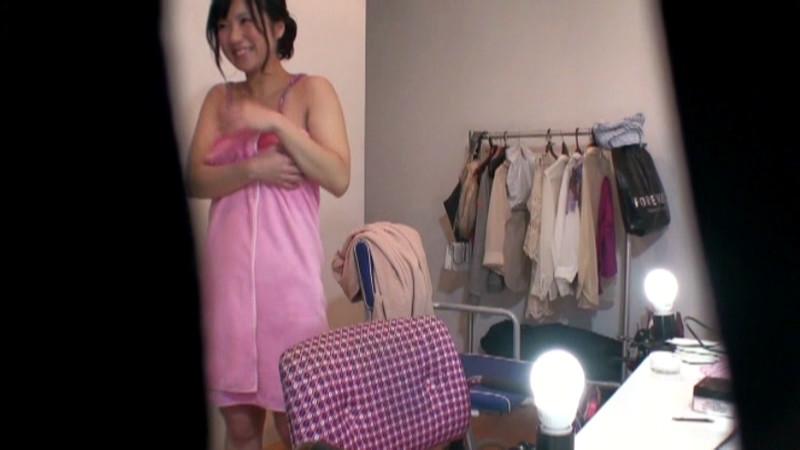 可愛い現役女子大生をマジックミラー号でAVデビュー 画像 6
