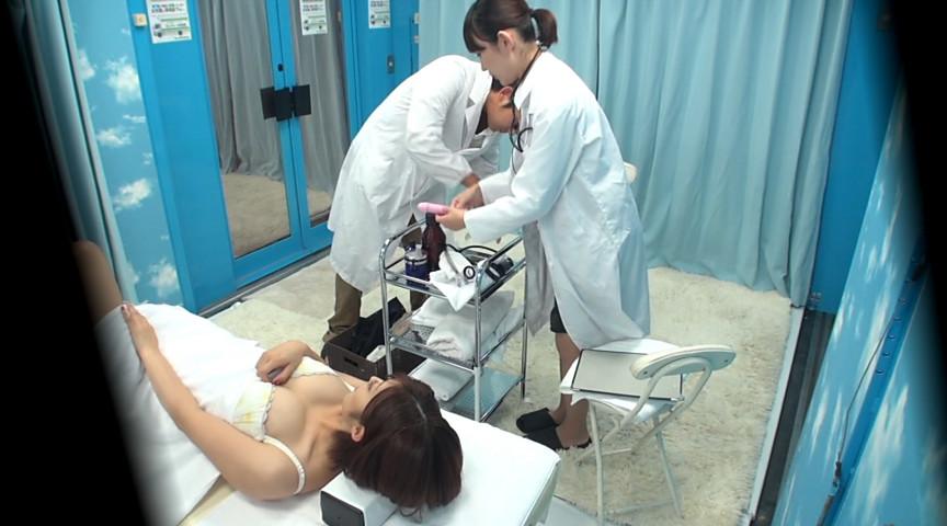 お昼休みの巨乳OL乳もみ検診 オマ○コに激ピストンSEX 画像 5