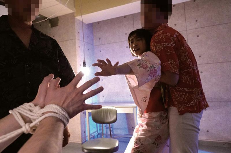 彼女が犯されるのをただ傍観するしかなかった 戸田真琴のサンプル画像9