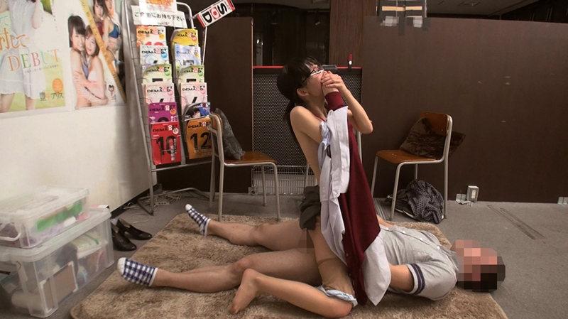 SOD女子社員 面接に来た素人男子に迫られ即発情SEXのサンプル画像