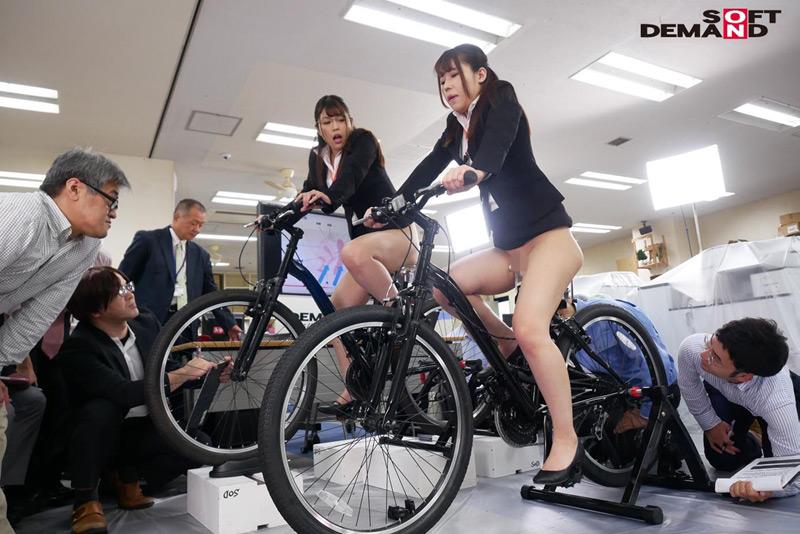 SOD女子社員 アクメ自転車がイクッ! 2名の女子社員のサンプル画像