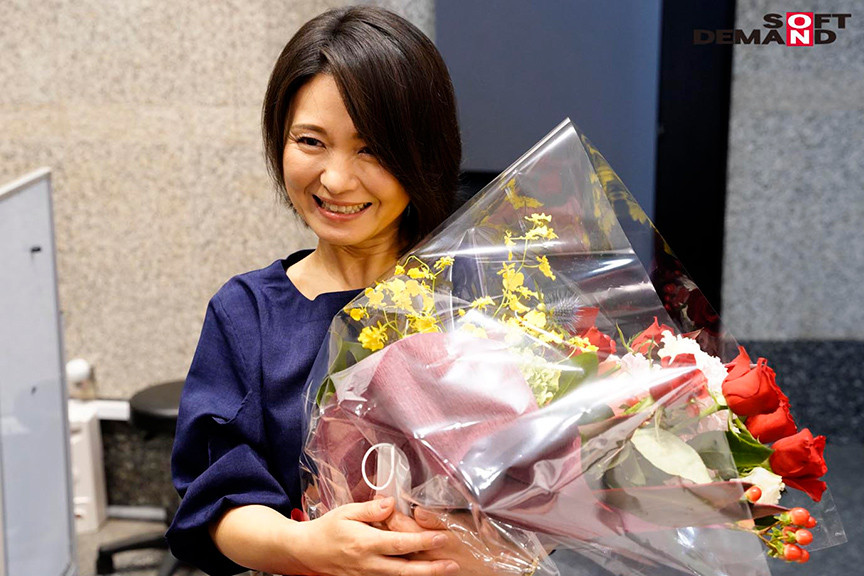 綾瀬麻衣子48歳 SOD退社記念 人生で最大の中出し解禁 画像 6