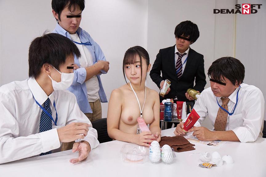 ~社内で全裸は1人だけ~ インターン生の皆さん全裸でお仕事できますか? SODで働く女子社員にはAV女優さんの気持ちを理解してもらうために羞恥研修を用意! 入社前だけど身体を張って1日お仕事してもらいました♪ SOD女子社員 1枚目