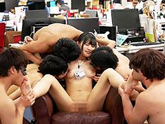 ~社内で全裸は1人だけ~ インターン生の皆さん全裸でお仕事できますか? SODで働く女子社員にはAV女優さんの気持ちを理解してもらうために羞恥研修を用意! 入社前だけど身体を張って1日お仕事してもらいました♪ SOD女子社員