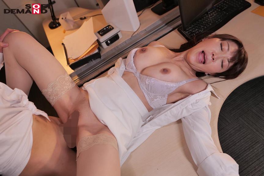 部下のチ○ポをしゃぶって、発情して濡れる女社長。 画像 7