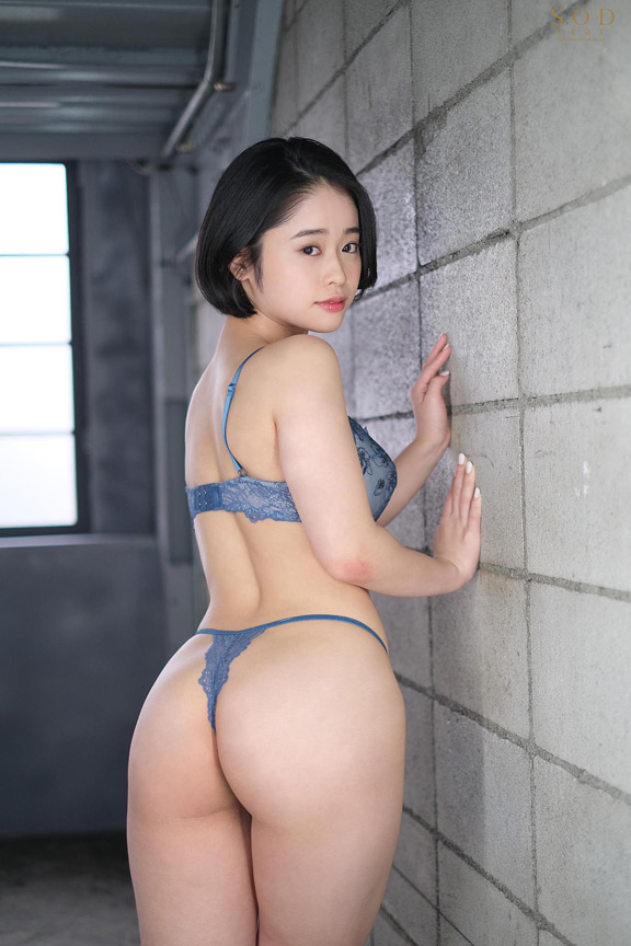 MINAMO 超大型新人 AV DEBUT 画像 1