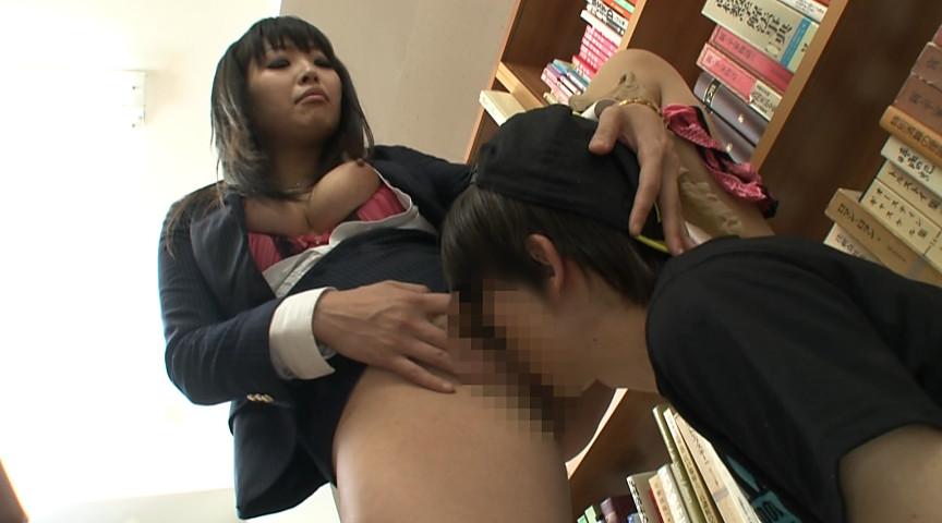 ○学生の未成熟勃起チ○ポを弄ぶショタコンお姉さんのサンプル画像