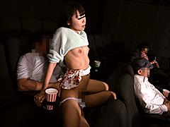 突然僕の隣にミニスカートのソソる美女が座ってきた!!