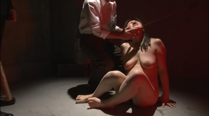 三段腹、垂れ乳のだらしない熟女の全裸調教02のサンプル画像