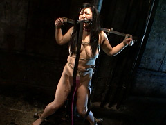 恥ずかし過ぎる身体…三段腹、垂れ乳のだらしない熟女の全裸調教02